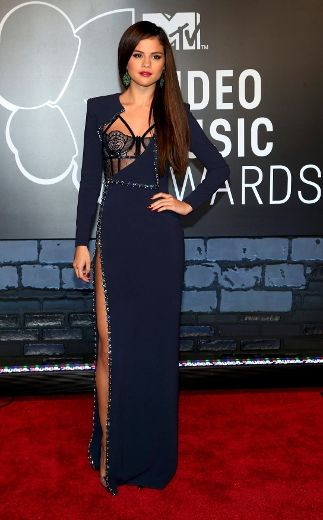 Selena Gomez Sexy Dress at VMAs